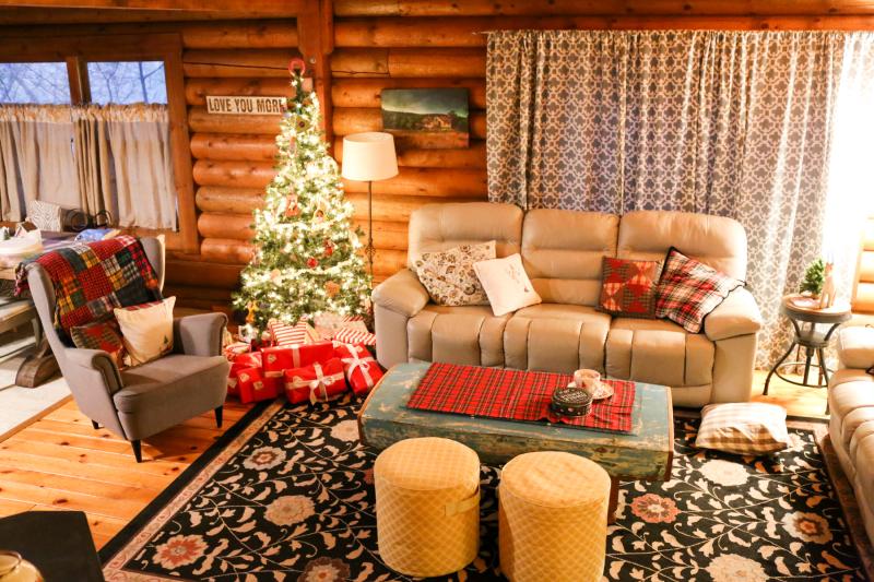 Cabin Christmas-21