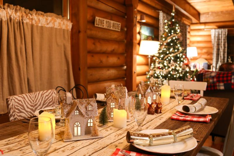 Cabin Christmas-10